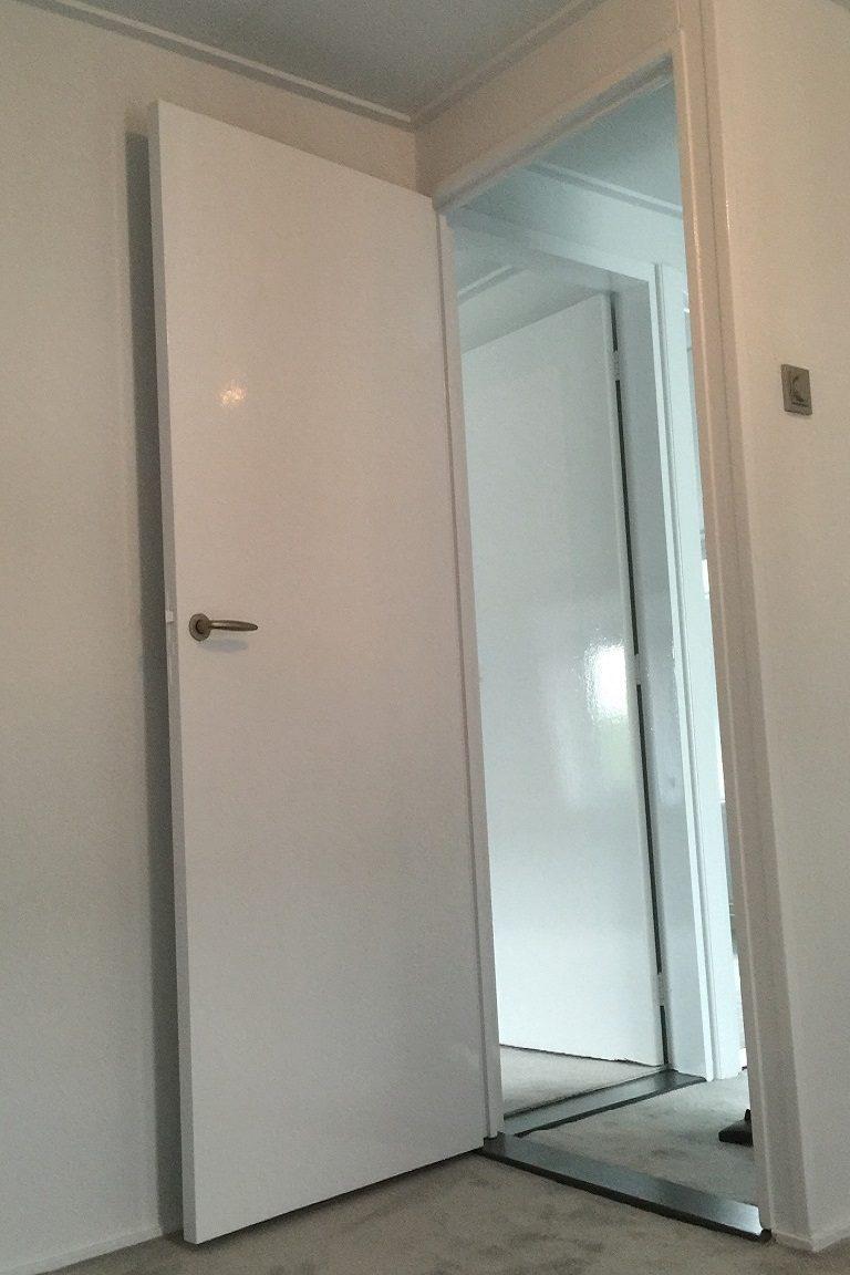 kamperdijkschilderwerk_deur_muur-interieur_schilderen.jpg